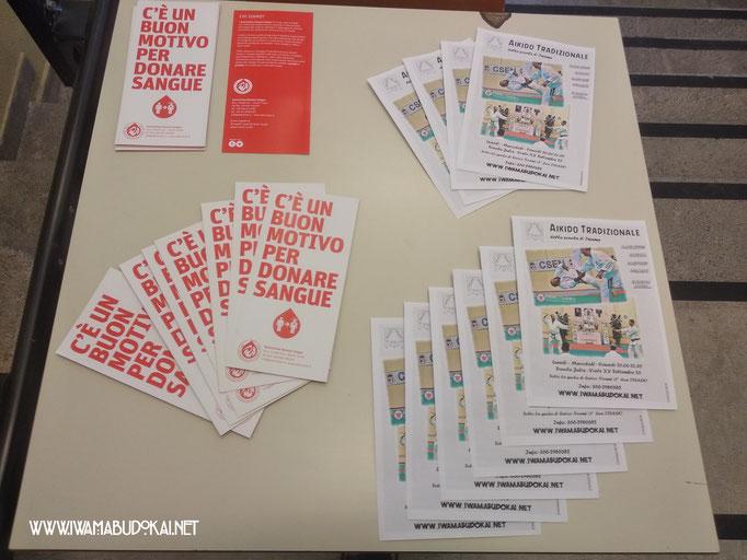 Volantini pubblicitari e brochure di associazioni convenzionate.