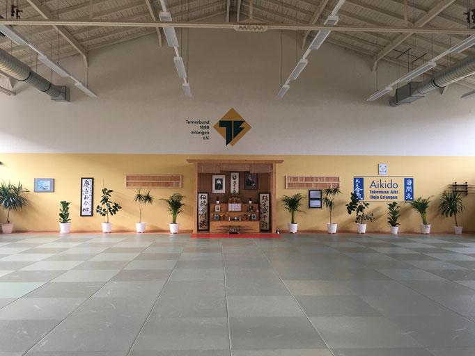 L'ampio tatami ed il Kamiza del Dojo