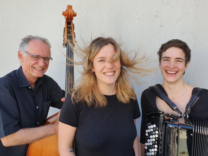 Thomas Dürst Trio - Other Songs: Thomas Dürst, Sibyl Hofstetter, Lea Gasser. Foto: Athina Dill