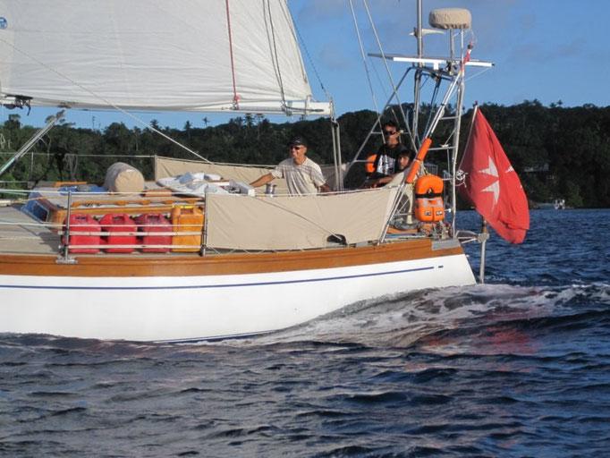 El barco maltés con su patrón Alejandro y Jose y Françoise como tripulantes