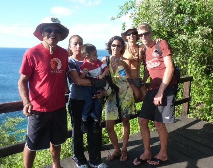 Con Jacqueline, Héctor y los amigos del bamboleiro, Cristina y Karl