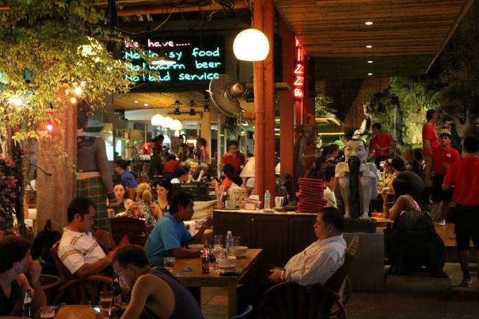 Rambuttri, una de las calles más animadas a la noche junto a Khao San Road.