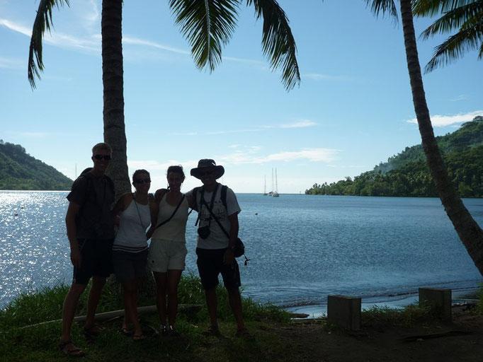 Bahía de Opunohu con los Bamboleiros
