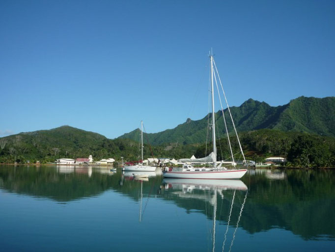 Barcos fondeados en Haamene