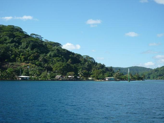 Navegando por el canal hacia el sur de la isla