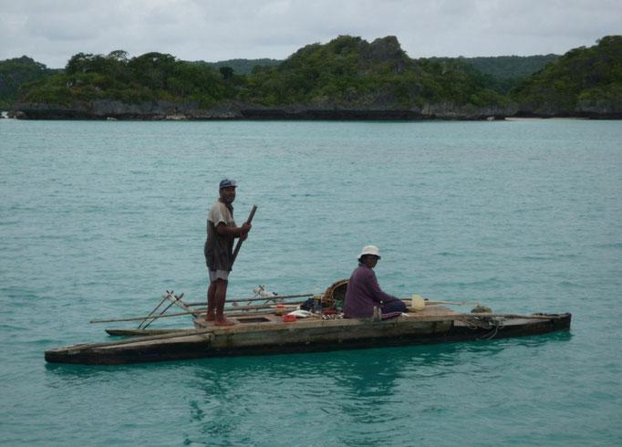 Es sábado y salen a pescar para la comida del domingo