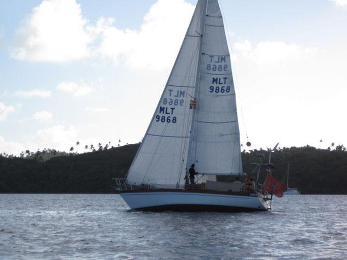 Navegando en el Mahina en la regata de
