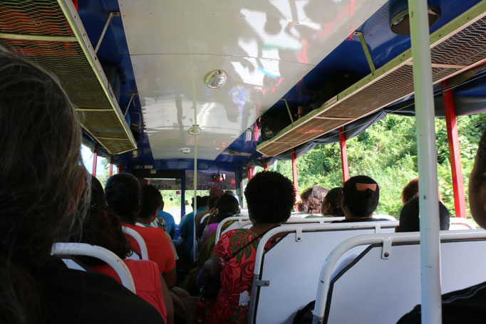 En ruta a Labasa en bus local