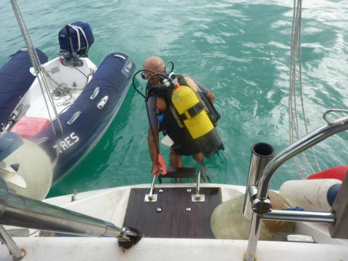 Jose al agua para intentar recuperar el Anchor boddy