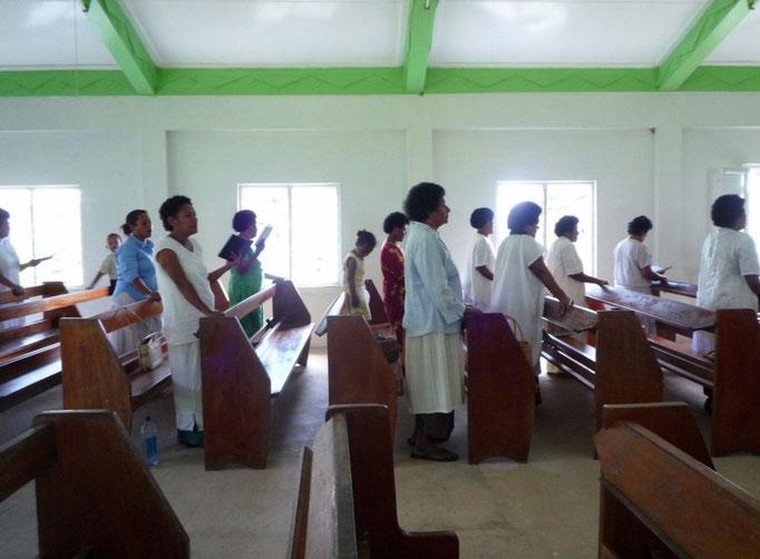 Asisitimos a la misa el domingo, toda una experiencia