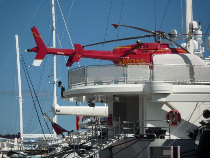 Barcos incluso con helicopteros