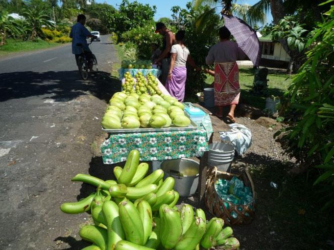 Parada en la carretera para comprar algo de fruta