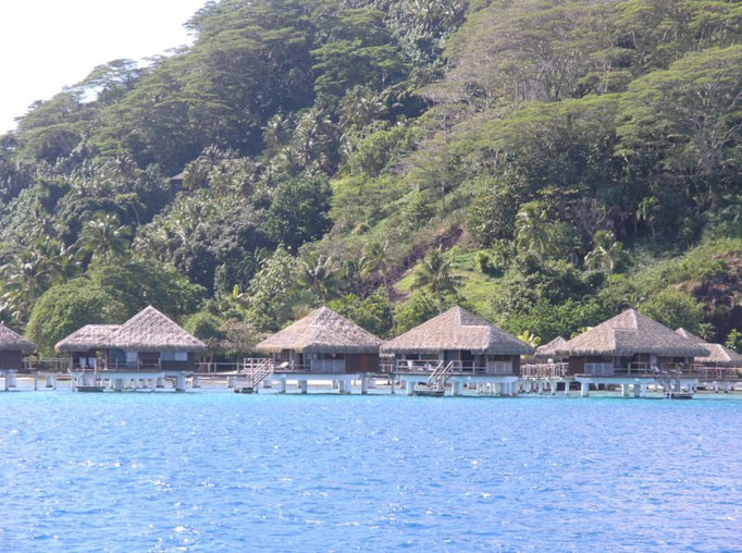 Resort in the middle of the pass, Hotel Te Tiare