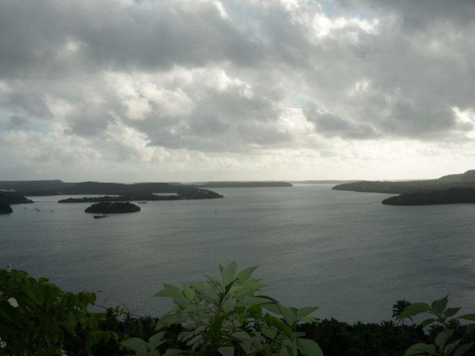 La bahía de Neiafu desde lo alto de la montaña