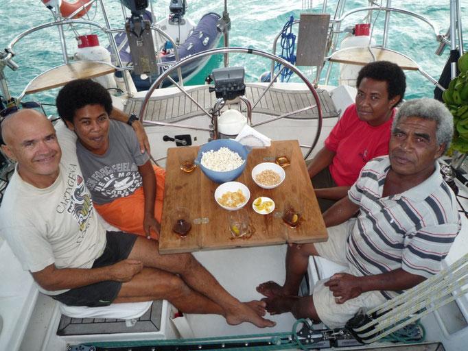 Jasmine, Koro y Tai vienen a pasar la tarde con nosotros