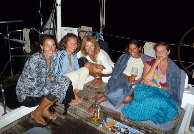 Las chicas en la cubierta del Lisa Kay