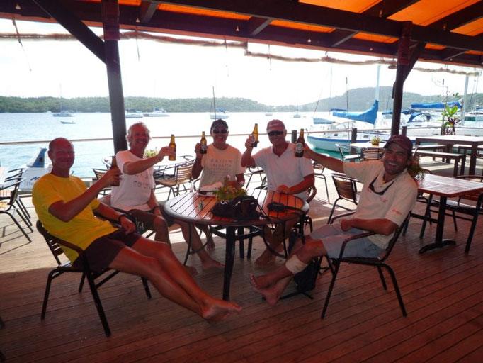 Los chicos en Mango en la antesala de la regata