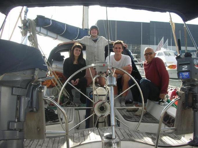 El Caps Tres a punto de partir rumbo a Tonga con su tripulación