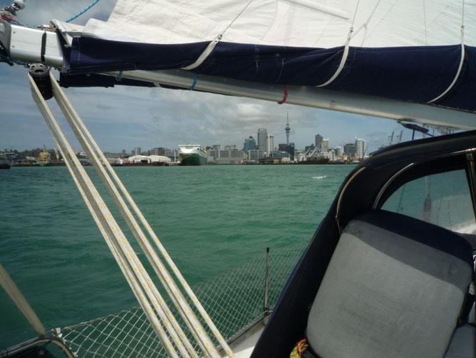 Llegada a la bahia de Auckland