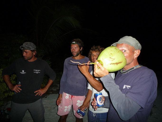 Jacques bebiendo coco con ron
