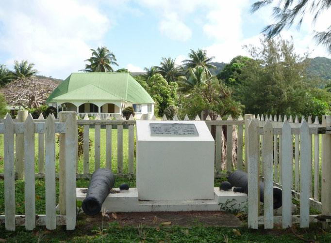Monumento a los tonganos, que habitan en esta isla en comunidad
