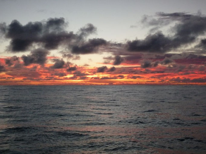 Atardecer en el océano