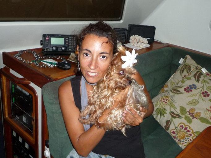 Con Alba, la perrita de Mercedes
