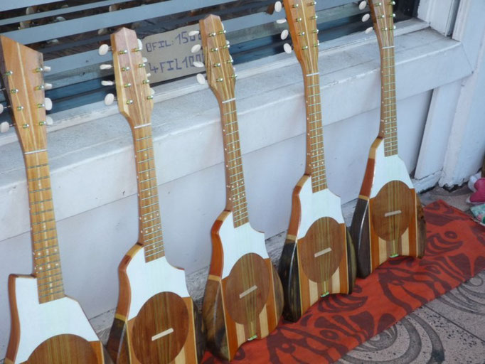 Ukuleles, un instrumento tradicional de la Polinesia
