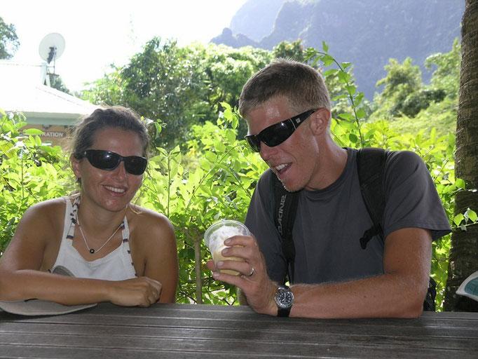 Cris y Carl comiendo un rico helado