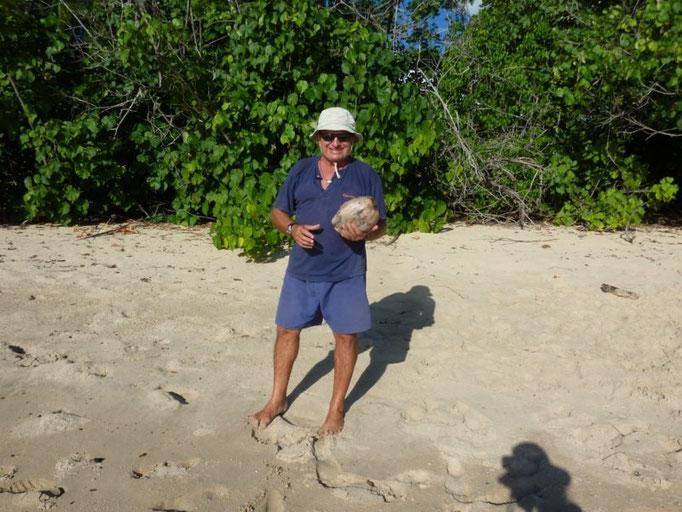 Toni con los cocos