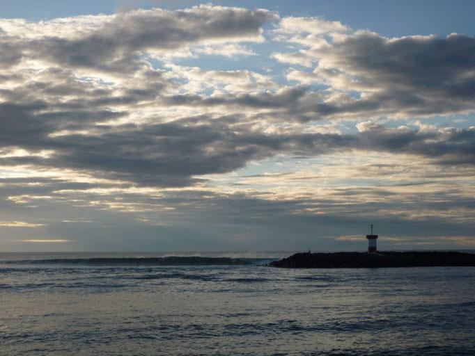 Punta Carola, con unas olas impresionantes para los surfistas