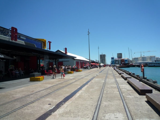 El paseo maritimo, lleno de restaurantes