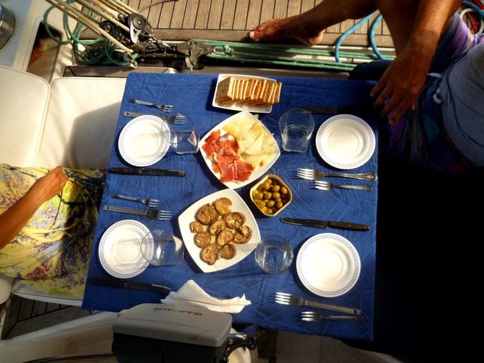 Que el buen yantar no falte, útimas reservas de jamón y queso español