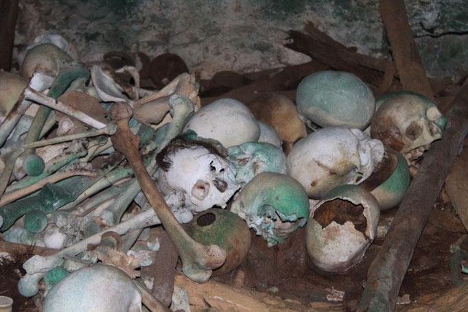 Cueva con verdaderos esqueletos de los antepasados