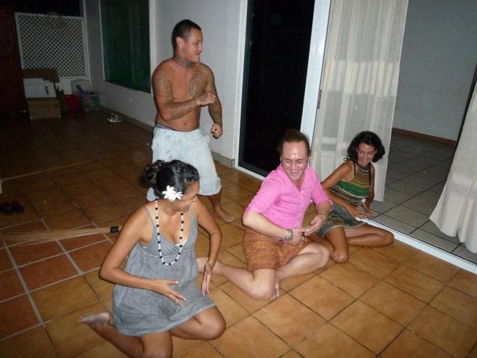 Practicando las danzas polinesias
