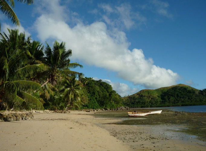 Bonitas playas, aunque en esta zona no abundan las de arena blanca