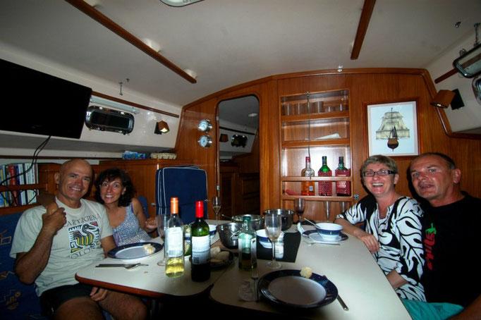 Una de las tantas cenas en el Mediterráneo, siempre lo pasamos genial con Stefan y Silva