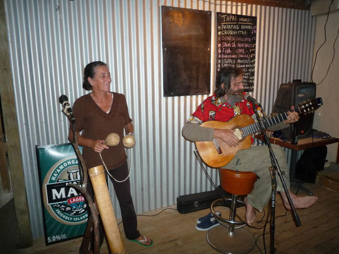 En la nueva taberna vasca con Pilar y Eduardo, que no falte la música