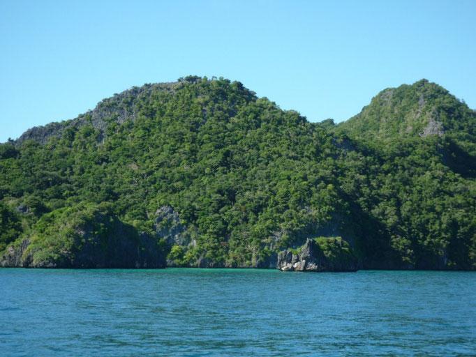 Llegada a Vanuam Balavu, pase en el noroeste al lagoon