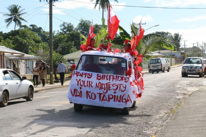 Celebración del cumpleaños del Rey en Neiafu