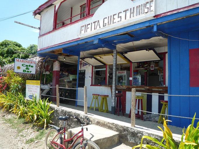El único bar de Pangai