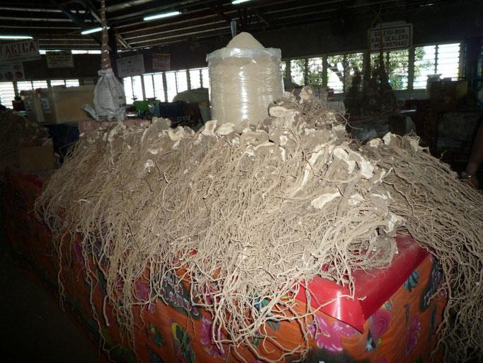 Kava en el mercado de Suva
