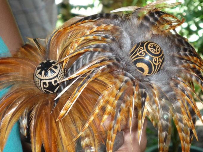Artesanías que realizan con plumas de gallina