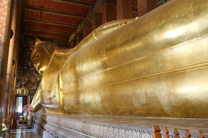 Bangkog, Wat Pho. Buda Reclinado, de más de 45 metros de largo y 15 de alto