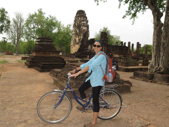 Recorriendo Sukhothai en bici