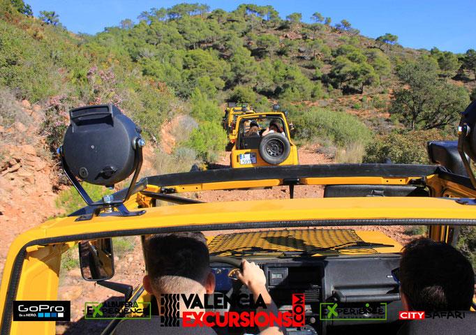 Aventura 4x4 en la sierra Calderona en excursión guiada. Tour todoterreno en jeeps descapotables en Valencia