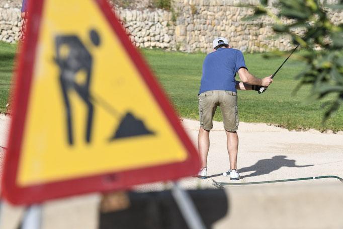 Achtung Golfer