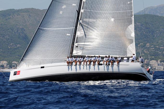 Race sailing