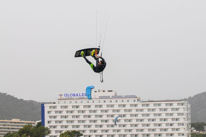 High jump kiteboarding