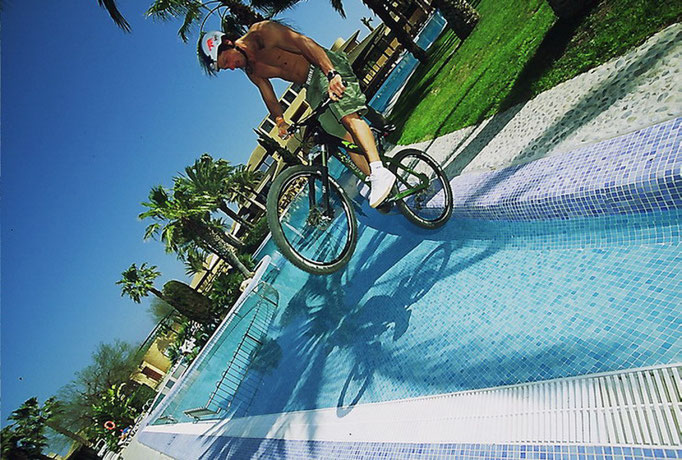 Tibor Sinai beim Pooljump